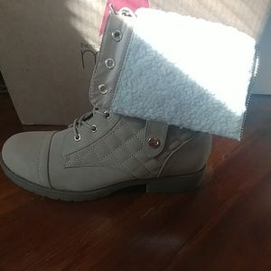 New without tagsFold down tan quilted combat boots